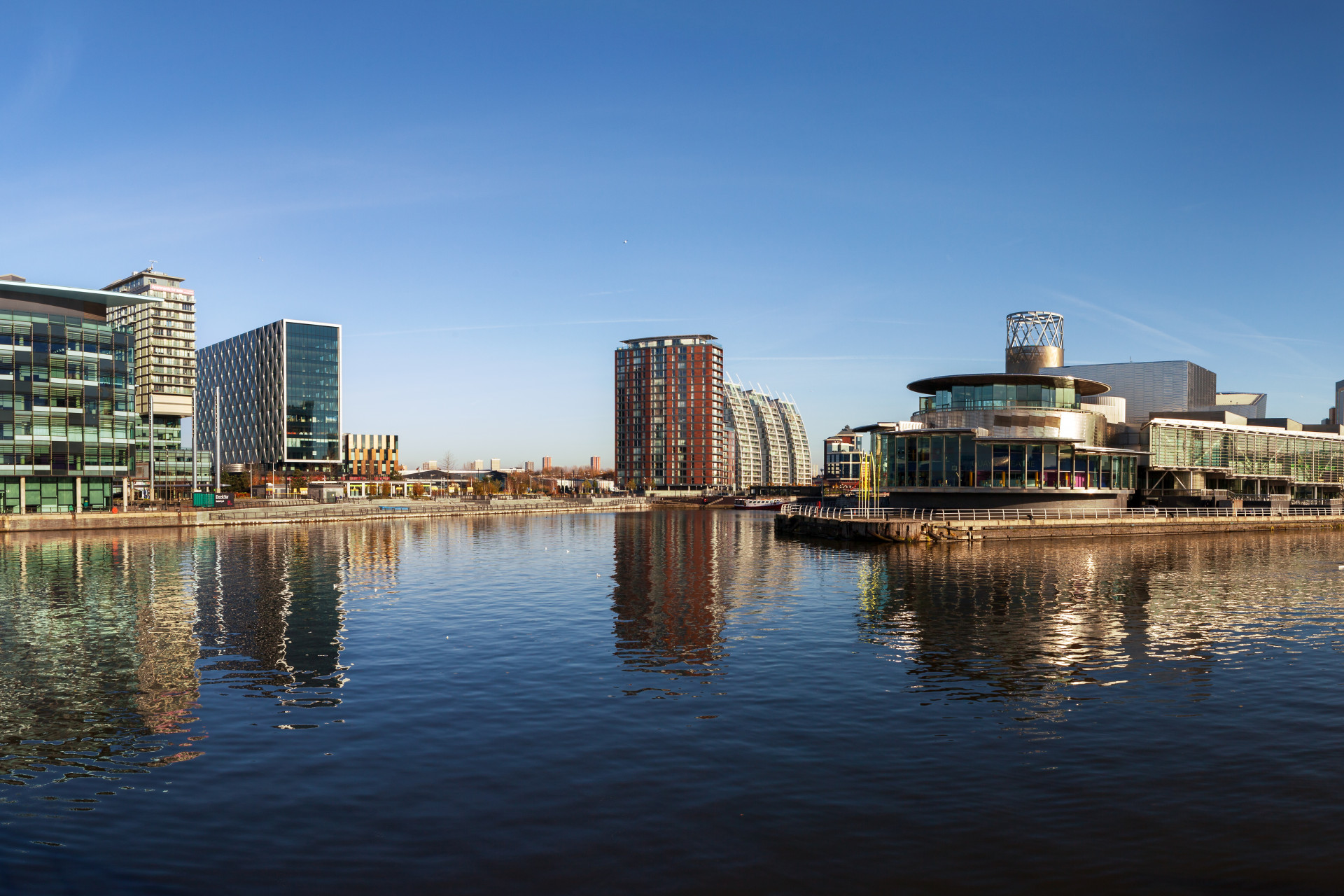 manchester_media_city_waterfront_buildings_136399211